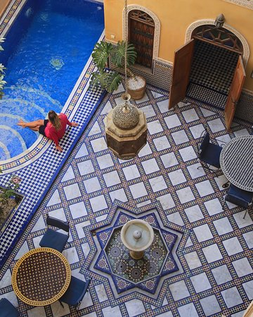 Riad Layalina Fez: Pool side & breakfast