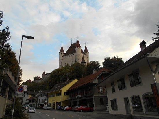Hotel Emmental: Вид на замок от отеля