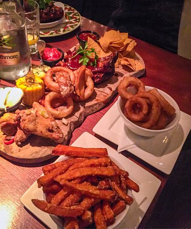 ‪‪Prestwich‬, UK: Panama platter for two with extra onion rings, sweet potato fries and ribs with sparkling water ‬