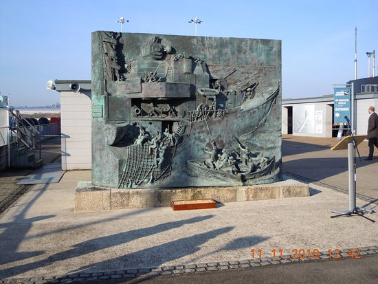 Chatham, UK: Destroyers Memorial on the Quay beside Cavalier.