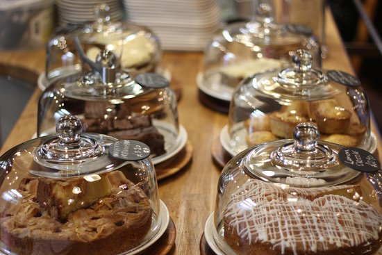 Widecombe in the Moor, UK: Wonderful homemade cakes...