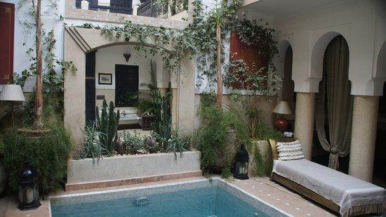 Riad Anjar: Innenhof mit kleinem Pool