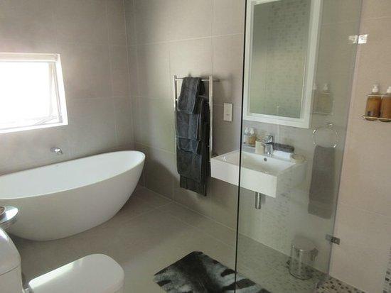 M Hotel Onrus: Bad Mit Dusche Und Badewanne