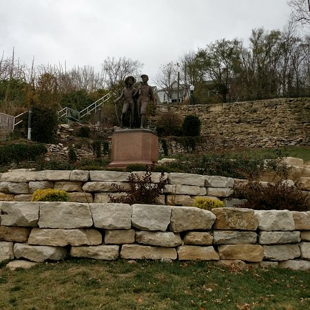 Tom and Huck's Statue: IMG_20161125_151548_large.jpg