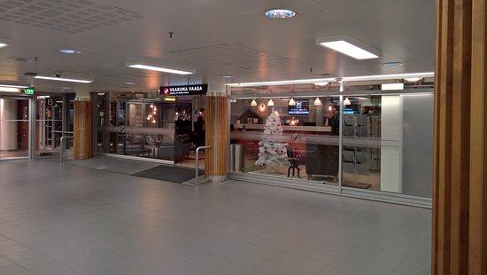 Vaasa, فنلندا: Ingången från Rewell Center