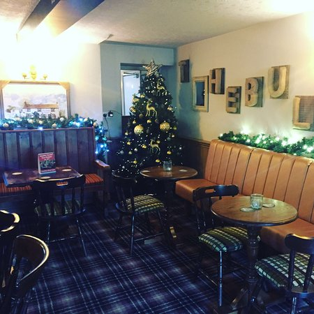 Streatley, UK : Christmas 16 at the Bull