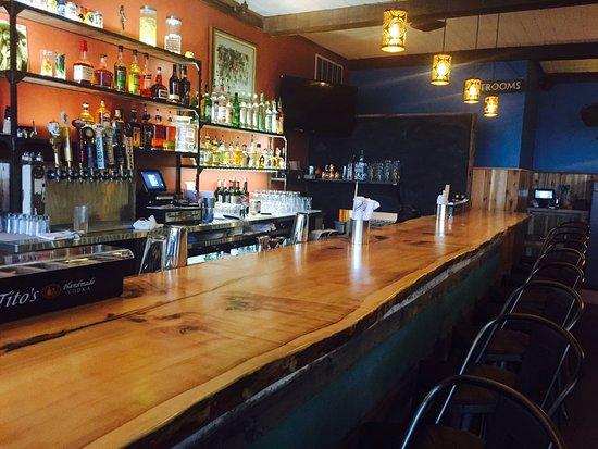 Superieur Mojo Taqueria: Silver Maple Bar Top