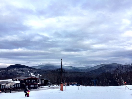 Highmount, Nova York: The ski center and the Catskills in the background