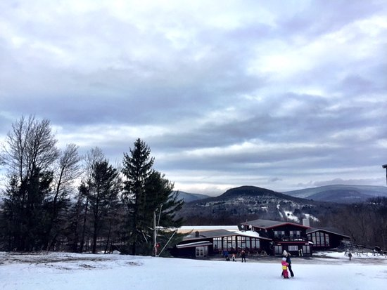 Highmount, Estado de Nueva York: The ski center and the Catskills in the background