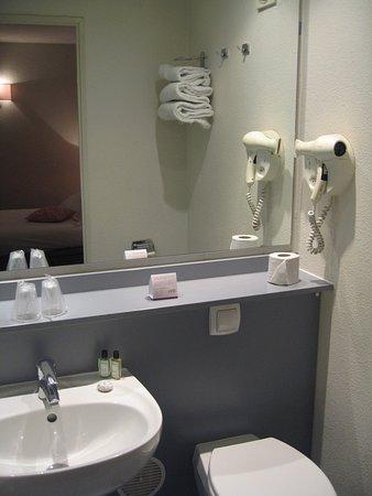 Salle de bains Picture of Hotel Paris Louis Blanc Paris TripAdvisor