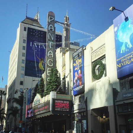 Beverly Hills, Californië: Catch a Broadway show at The Pantages Theatre in Los Angeles.