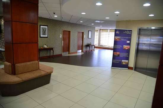 Best Western Plus Towson Baltimore North Hotel & Suites: Lobby