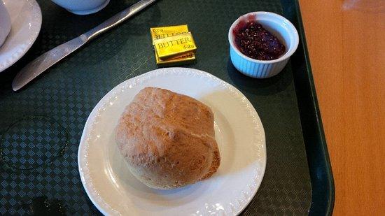 Περθ, UK: A scone in Scone