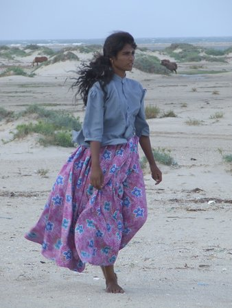 Dhanushkodi, Индия: Local girl at Kamal Gaur beach.