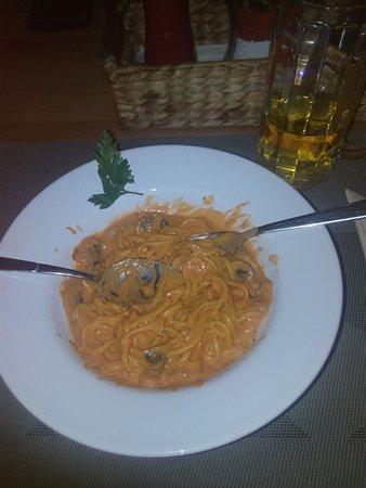 Backnang, Tyskland: Selbst gemachte Nudeln mit Shrimps