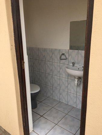 Hentiesbaai, Namibië: Les sanitaires privés du camping