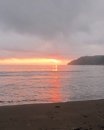 Cabinas Cristina Playa Tambor: The Sunrice just 50 mts from Cristinas
