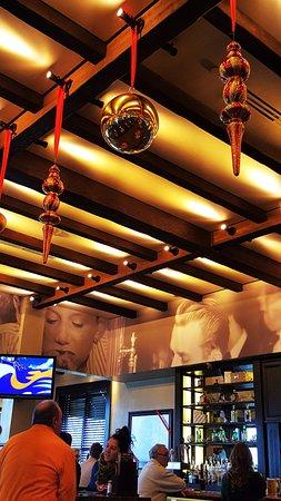 Woodbury, MN: decor and bar