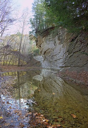 Waveland, IN : Rock bluffs