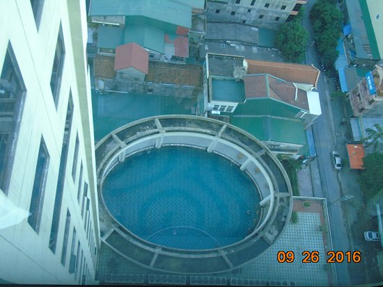 Vinh, Vietnam: basen hotelowy