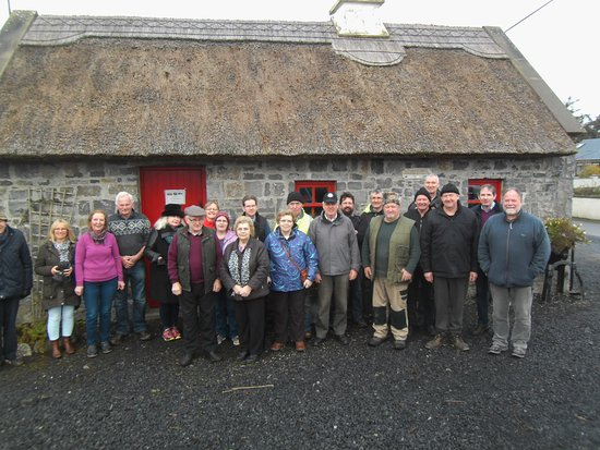 Claremorris, Ierland: Group pictured at Clogher Heritage Complex for Traditional Skills Demonstration.