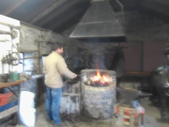 Claremorris, Ierland: Blacksmiths Forge at Clogher Heritage Complex.