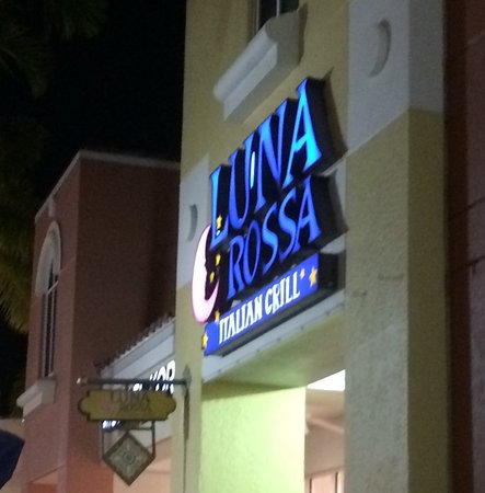 Luna Rossa: Offers indoor and outdoor dining.