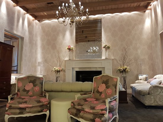 The Cellars-Hohenort: A lovely afternoon tea set amongst the most beautiful gardens. Tastefully decorated lounge, comf