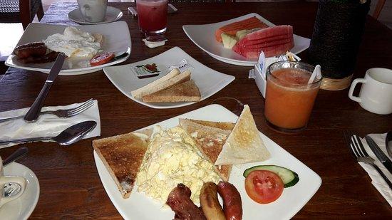 Abi Bali Resort & Villa: big breakfast