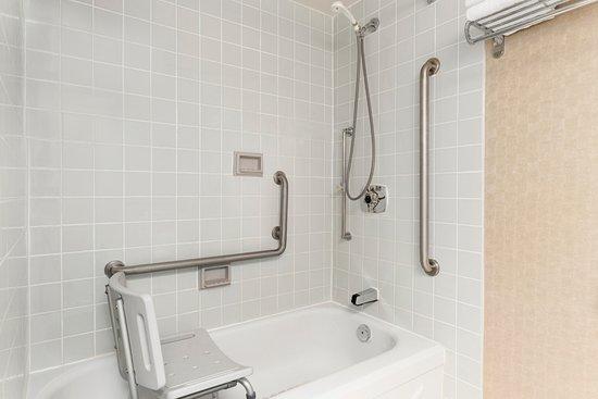 Owen Sound, Canadá: Accessible Bathroom