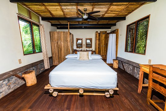 Balgue, Nicaragua: Volcano View Luxury Suite - 2nd floor master bedroom and bathroom