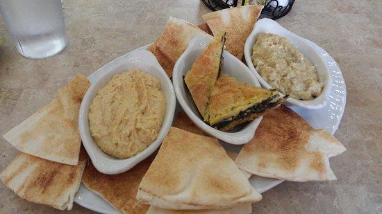 写真Nawal's Mediterranean Eatery Gourmet Cupcakes & Desserts枚