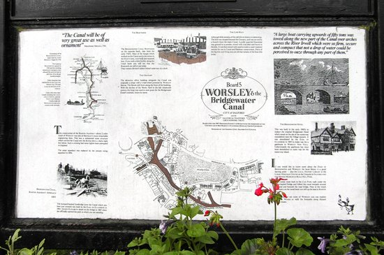 Lymm, UK: Plaque by the canal