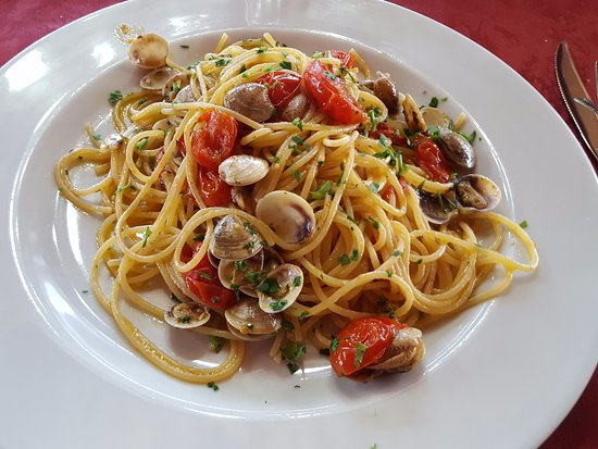 Ceprano, Italien: garlic olive oil Pasta with clams