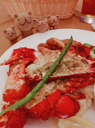 アベニューステーキアンドロブスター, 素敵な日本人マダムがいらっしゃるお店。 アウトリガーのロビーの近くにあります。  ロブスターは、流石、お値段相応! 海産物を食べるなら、ちょっとお値段ははると思いますが、ここがハズレ無しだと思