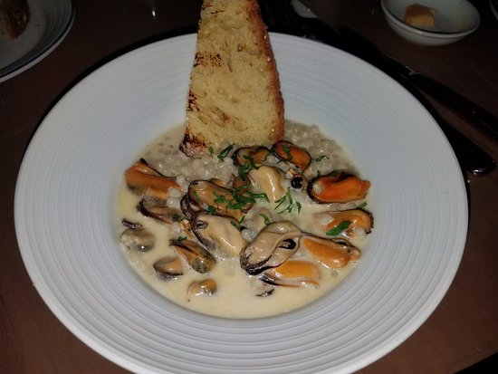 Island Creek Oyster Bar: Mussels and pearl pasta