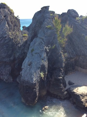 Warwick Parish, Bermuda: view of whats on the other side of the cliff