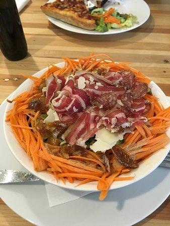 Saint-Jans-Molenbeek, Belgia: Salade avec panceta et fromages de chèvre. Un délice!