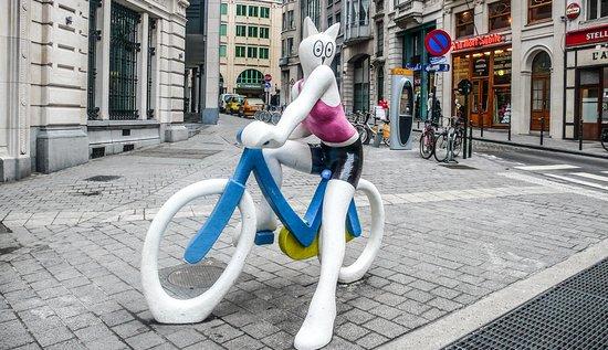 Statue La Chatte à Bicyclette