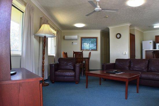 Torquay, Australien: Lounge & Dining - Ocean View Apartment