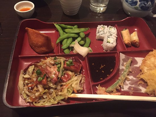 Vernon, Canada: Notice the size of the california roll and spring roll and the small few pieces of chicken
