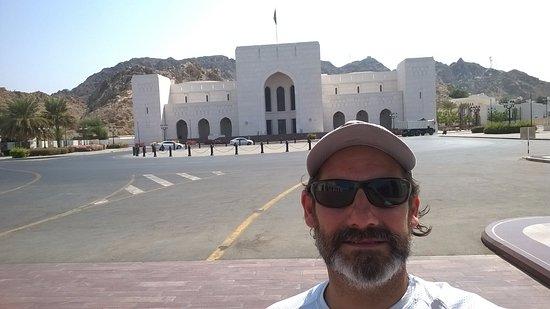 Muttrah, Oman: Selfie en el exterior del museo
