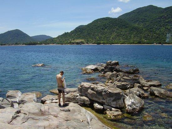 Gecko Lounge: Malawisjön med Cape Maclear i bakgrunden.