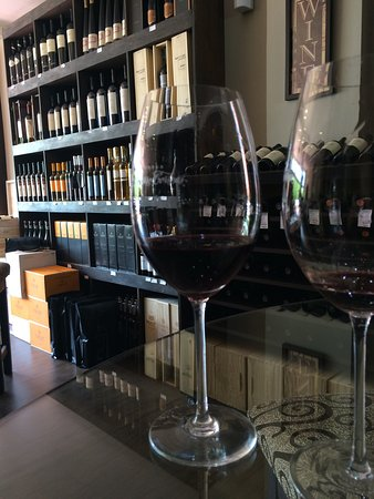 Vinoteca Caminos Wine Boutique