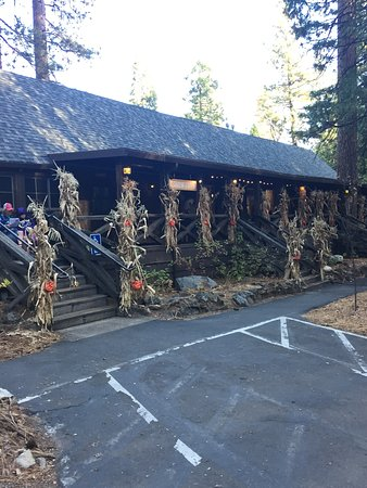 Evergreen Lodge at Yosemite: Registration / Store / Restaurant