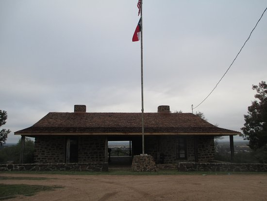 Mason, TX : The replica of Officer's Quarters is the only building.