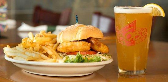 East Wenatchee, WA: Cold beer hot sandwich