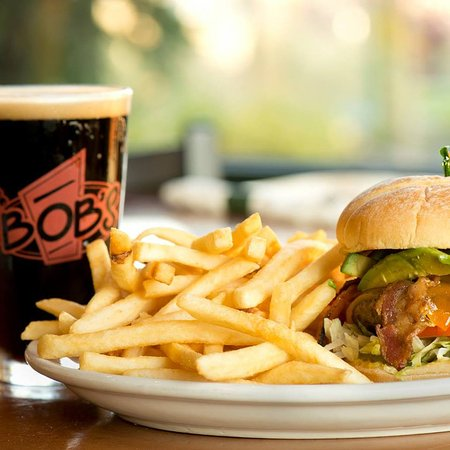 East Wenatchee, WA: Nothing beats a burger and a beer.