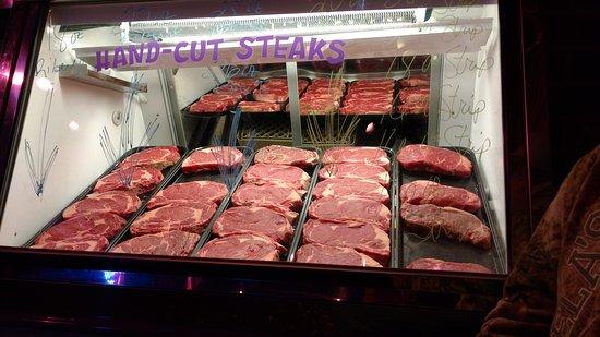 Bradley, إلينوي: Hand cut steaks