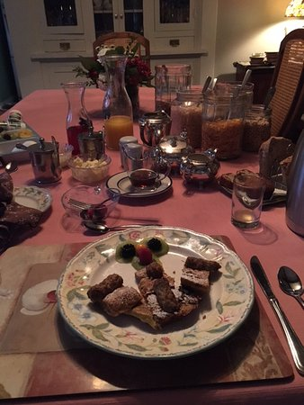 Greystone Bed & Breakfast: Breakfast Table